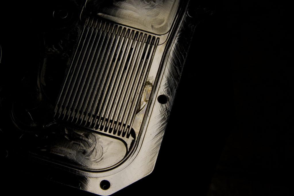 40-GTX570Flake.jpg